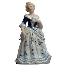 Night Light. Lady Figurine.  Charming.  Perfect Condition.