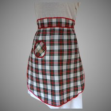 Charming Souvenir of Scotland Taffeta Apron.  Tartan / Plaid.  Pocket.  As New Condition.