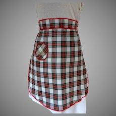 Charming Souvenir of Scotland Taffeta Apron.  Tartan / Plaid.  Pocket.  As New Condition.