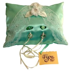 Vintage Ring Pillow.  Pale Sea Foam Green with White Lace and Flowers.  As New Condition.
