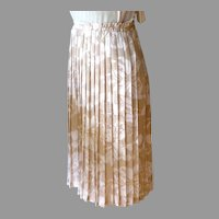 Andrea Gayle Silky Polyester Pleated Skirt.  Lovely.  Taupe & White.  Perfect Condition.