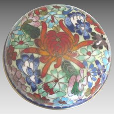 Vintage Chrysanthemum Cloisonne Round Covered Box