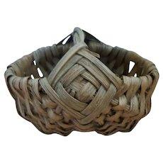 Vtg. Early 20th Century Miniature Split Oak Hand Woven Buttocks Basket