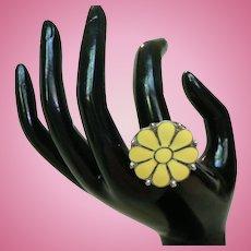 1960's Retro Mid Century Enamel Daisy Ring