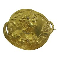Early Art Nouveau Gold Brooch Depicting Love in Springtime, 1900s