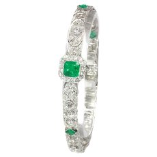 High Guality Platinum Art Deco Bracelet with 140 Diamonds and Top Natural Emeralds, 1920s