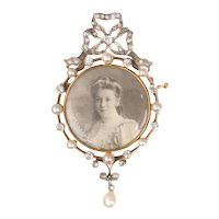 Belle Epoque Gold and Platinum Old Picture Brooch set with Diamonds and Pearls, 1910s