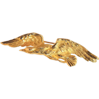 Late Victorian 18 Karat Yellow Gold Brooch Flying Eagle, 1890s