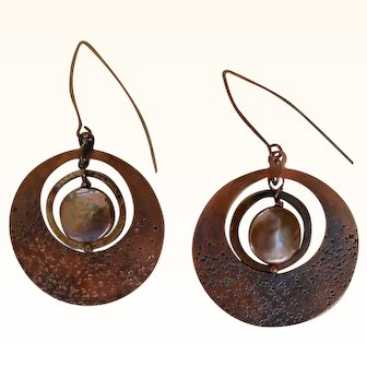 Hammered copper disk earrings with coin pearl, patina