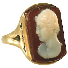 Antique Victorian 18k Gold Victorian Hard Stone Sardonyx Carved Cameo Unisex Ring, Size 7 1/2