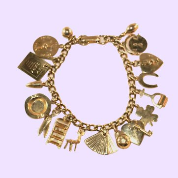 Vintage c.1960's Charm Bracelet, Goldtone, Many Dimensional Charms, Moving Parts, 18 Charms!