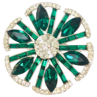 Vintage green Crystal Rhinestones Round brooch pin unsigned