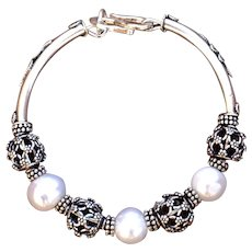 Organic Fresh-Water Pearl & Hand-Made Bali Silver bracelet