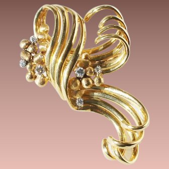 Art Deco 18-22k Gold Diamond Ribbon Scroll Coat Brooch c1930-50