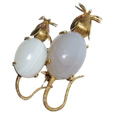 Vintage Estate 18k Yellow Gold Blue Agate Cabochon Ruby Figural Pair of Mice Mouse Brooch