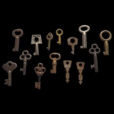Collection of Vintage  Tiny Keys