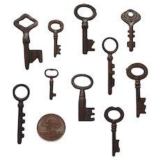 Small Set Of 10 Vintage Skeleton Keys