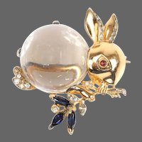 TRIFARI 'Alfred Philippe' STERLING Lucite Jelly Belly Rabbit Munching on Leaves Pin