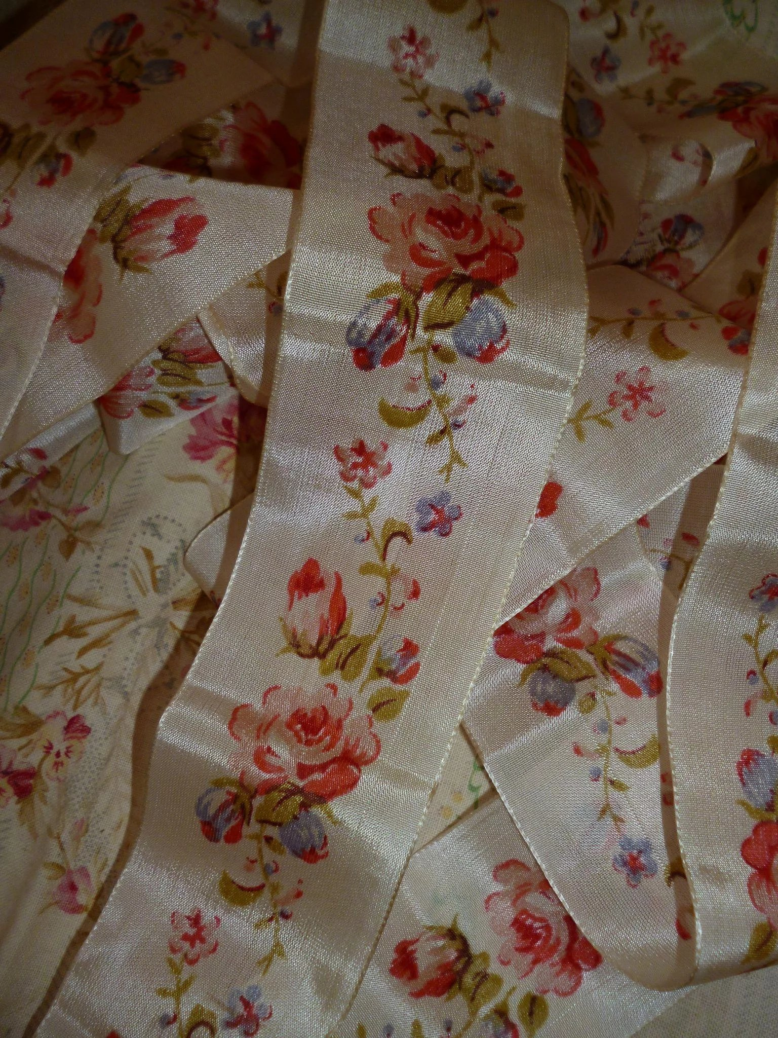 Pretty French Old Cream Ribbon With Printed Rose Motifs