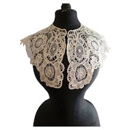 Fine antique off white hand made ladies lace collar