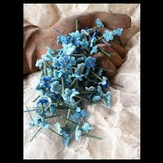 Batch of tiny mixed blue forget me not flowers : old French millinery shop stock : doll projects