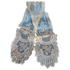Charming 19th C. hand applied ecru net lace lappet : barbe : floral & foliage motifs