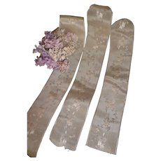 3 morceaux old French ivory satin ribbons : trailing floral motifs :re-working antique doll's costumes