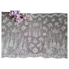 Long flounce of unused ecru figural silk machine lace  : circa 1920- 30 's dance scene : projects : 125 inches long