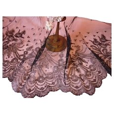 7 yards delicious 19th C. hand made scallop edge black Chantilly bobbin lace flounce : floral & foliage motifs