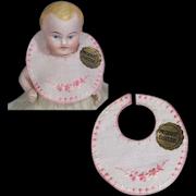Antique Mini Doll Embroidered Bib! Produit Suisse!
