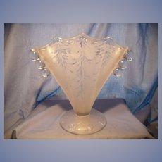 Fenton '30's San Toy Fan Vase