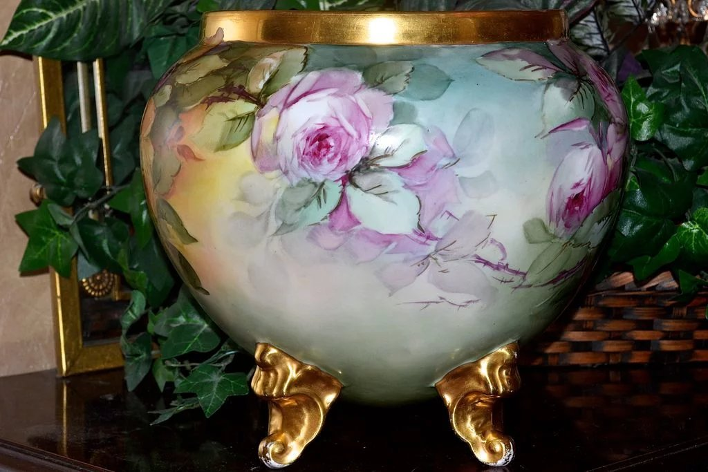 Limoges exquisite artist signed jardiniere with pink red for Jardinier 78