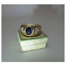 Vintage 18K Yellow Gold Sapphire Unisex Ring With Side Diamonds