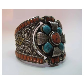 Exotic Vintage Sterling Silver Repouse Coral & Turquoise Bracelet 104.2 Grams