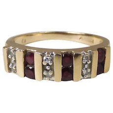 14K Yellow Gold Natural Ruby And Diamond Maine Estate Ring