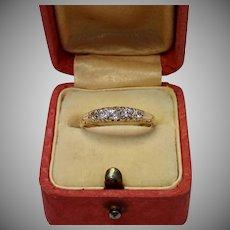 Antique 18 CT & Diamond Ring