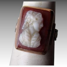 Gorgeous 14k Gold Shell Cameo Ring