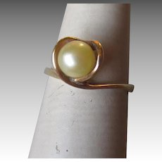 Beautiful 14k Gold and Pearl Ring