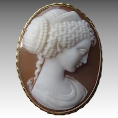 Gorgeous 18k Gold Museum Quality Shell Cameo Pin / Pendant