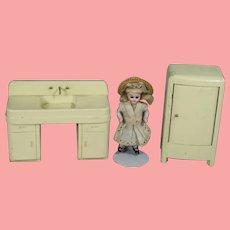 Vintage 1930s Strombecker Dollhouse Doll Kitchen Sink & Fridge!