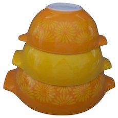 Vintage Set of 3 Pyrex Mixing Bowls Orange Yellow DAISY SUNFLOWER Nesting CINDERELLA MCM