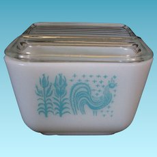 Vintage Pyrex Amish Butterprint Refrigerator Dish & Lid 501 Turquoise on White 1  1/2 Cup