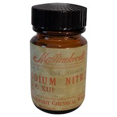 MALLINCKRODT  Vintage Amber 'Sodium Nitrate'  Poison Jar with Label and Bakelite Top