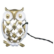 Trifari OWL PIN gold tone WHITE enamel