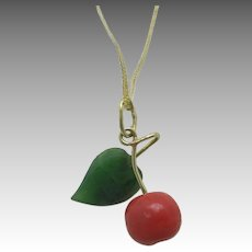 Cherry pendant coral jade 14 Karat yellow gold