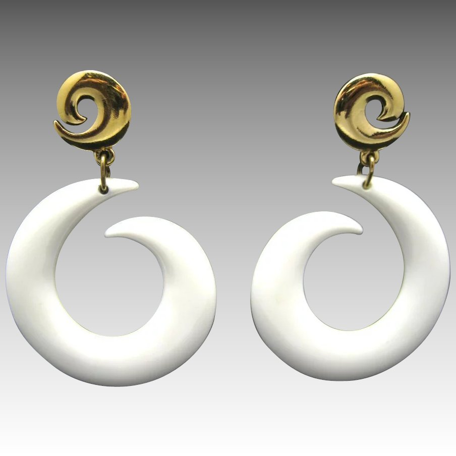 White Plastic Earrings Large Pierced LISNER Dangle ...