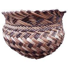 Small Woven Basket with Serrated Rim, Three Shades of Grasses