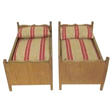 "Vintage Pair of Wooden 1"" Home Made Twin Beds with Mattresses and Pillows Dollhouse Furniture"
