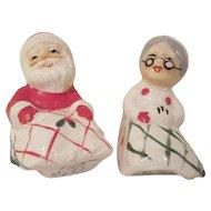 Lefton 1957 Mr. & Mrs. Claus Under Blankets Salt & Pepper Shakers