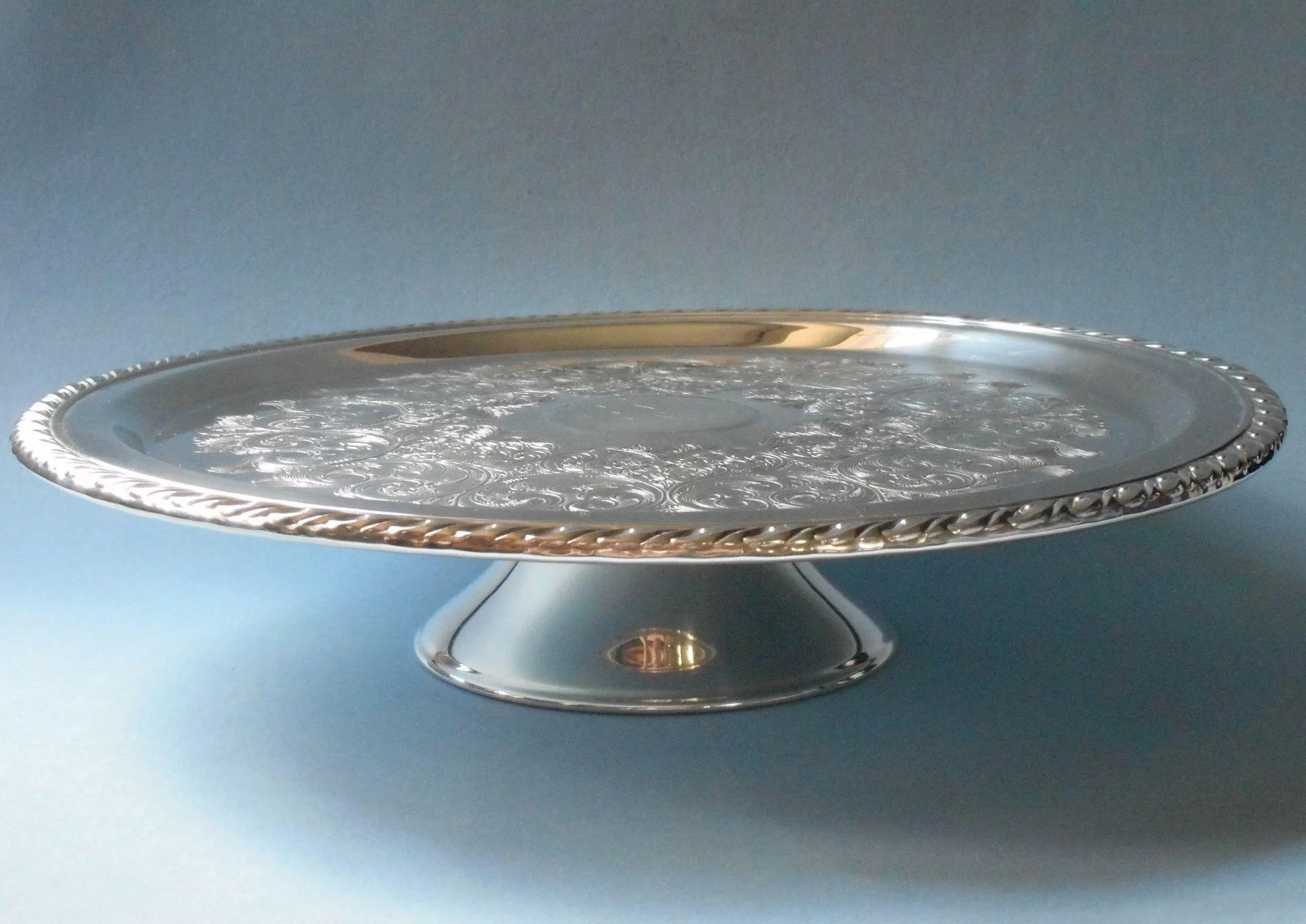 Vintage Cake Pedestal Stand Silver Plated Wm A Rogers eida